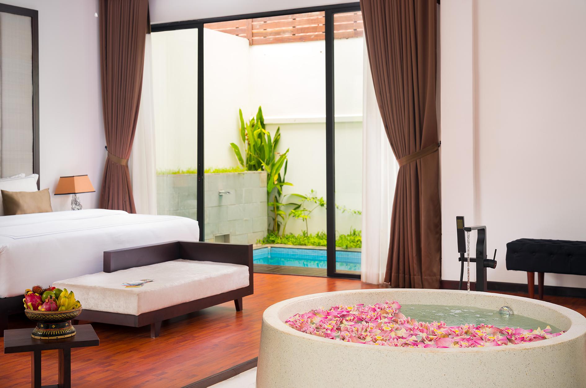 112 Suite Pool (1)
